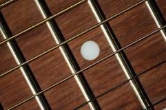 钢串和fretboard在古典吉他 图库摄影