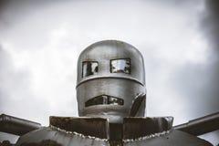钢减速火箭的机器人顶头射击  免版税库存图片