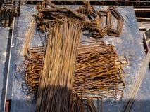 钢制框架建筑的钢堆 库存图片