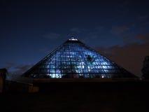 钢和玻璃金字塔 免版税库存图片