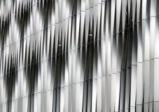 钢垂直弯曲的金属现代高科技银 库存照片