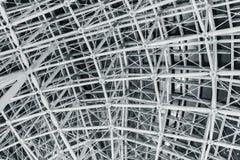 钢屋顶几何导线框架建筑 免版税库存图片