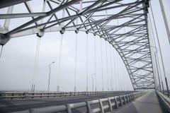 钢捆曲拱桥梁 库存图片