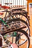 钢摩托车后座葡萄酒自行车 库存图片