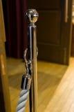 钢杆和绳索在闭合的区域 免版税库存图片