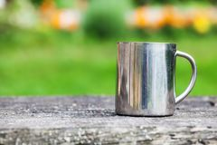 钢杯子 室外 图库摄影