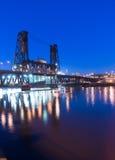 钢桥梁俄勒冈街威拉米特河街市波特兰 库存图片