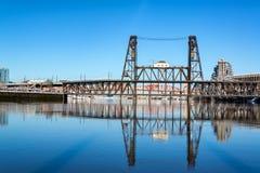 钢桥梁反射 库存照片