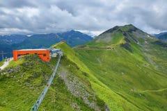 钢桥梁,从Stubnerkogel,坏Gastein,缆索铁路,奥地利的方式 免版税库存图片