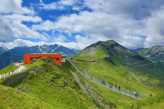 钢桥梁,从Stubnerkogel,坏Gastein,缆索铁路,奥地利的方式 免版税库存照片