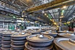 钢火车轮子的生产 免版税库存图片