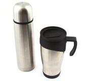 钢热水瓶和旅行杯子 免版税库存图片