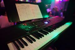 钢琴和音乐片断 库存图片