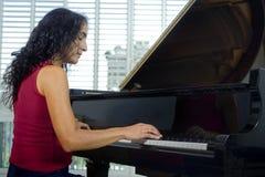 钢琴演奏家妇女 图库摄影