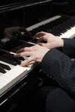 钢琴演奏家 免版税库存照片