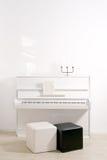 钢琴白色 免版税库存图片