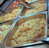 钢盘子用在自助的军用餐具的食物 库存照片