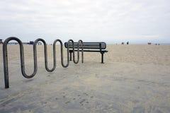 钢空的自行车停车处 库存照片