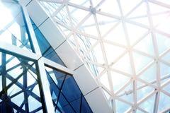 钢结构有天空的几何建筑 免版税库存图片