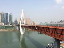 钢结构桥梁横穿河 免版税图库摄影