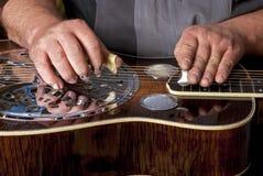 钢被冠上的感声吉他琴吉他弹 免版税图库摄影