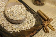 钢裁减燕麦粥用桂香 图库摄影