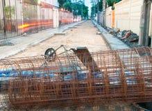 钢钢筋在道路施工 免版税库存照片