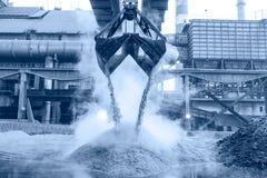钢铁厂机械在建筑 图库摄影
