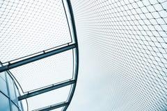 钢链节篱芭,被定调子的抽象蓝色 免版税库存照片