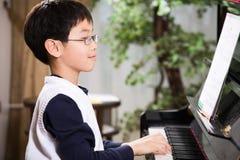 钢琴使用 免版税库存照片
