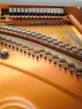 钢琴后面 免版税库存图片