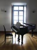 钢琴和椅子 库存图片