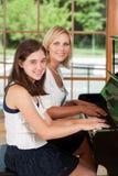 钢琴学员和教师 库存照片