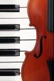 钢琴小提琴 库存照片