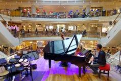 钢琴演奏家使用 图库摄影