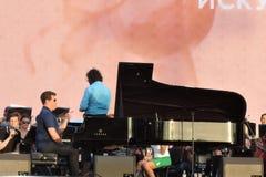 钢琴演奏者丹尼斯Matsuev在阶段执行 库存图片