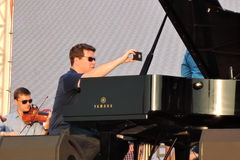 钢琴演奏者丹尼斯Matsuev在阶段执行 免版税库存图片