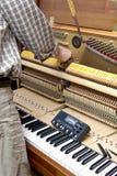 钢琴调整 免版税库存图片