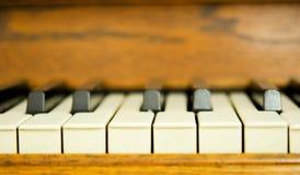 钢琴钥匙的特写镜头 免版税库存图片