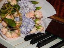钢琴锁上花音乐 库存照片