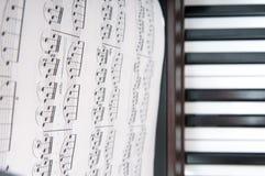 钢琴音乐纸张 免版税库存照片