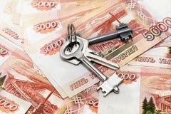 钥匙和金钱 库存照片