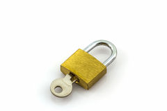 钥匙和锁在白色背景 免版税库存照片