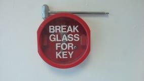 钥匙的断裂玻璃 免版税库存照片