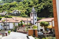 钦琼特佩克火山教区教堂在马德拉岛葡萄牙的海岛上的 免版税图库摄影