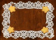 钩针编织框架和曲奇饼 库存照片