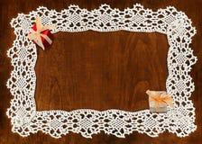 钩针编织框架和礼物 免版税库存图片