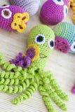 钩针编织编织用色的羊毛玩具章鱼 库存图片