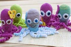 钩针编织编织用色的羊毛玩具章鱼 免版税库存图片