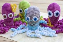 钩针编织编织用色的羊毛玩具章鱼 库存照片